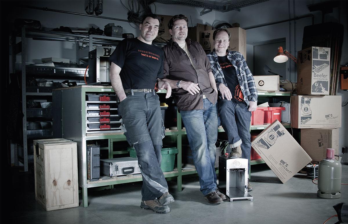 Frantz Konzen, Marc Kirwald und Frank Hecker (v. l.) revolutionieren mit ihrem neuen Produkt den Grillmarkt. Ihren Showroom haben sie nun von Königswinter nach Bad Honnef verlegt.