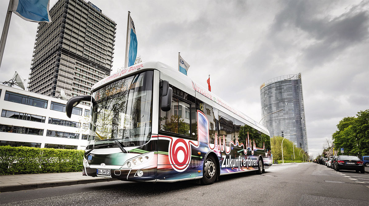 """Die neue """"Zukunft erfahren"""": E-Bus auf der Strecke am Platz der Vereinten Nationen."""