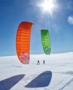 Snowkiten ist sowohl in den Bergen als auch auf weiten Ebenen beliebt.