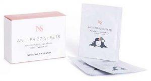 Mit den Anti-Frizz-Sheets von Nunzio Saviano gehören abstehende Haare der Vergangenheit an: Pflegende Polymere und Kokosnussöl schützen das Haar vor dem Austrocknen und verleihen einen natürlichen Glanz.