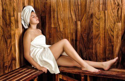 frau-in-sauna