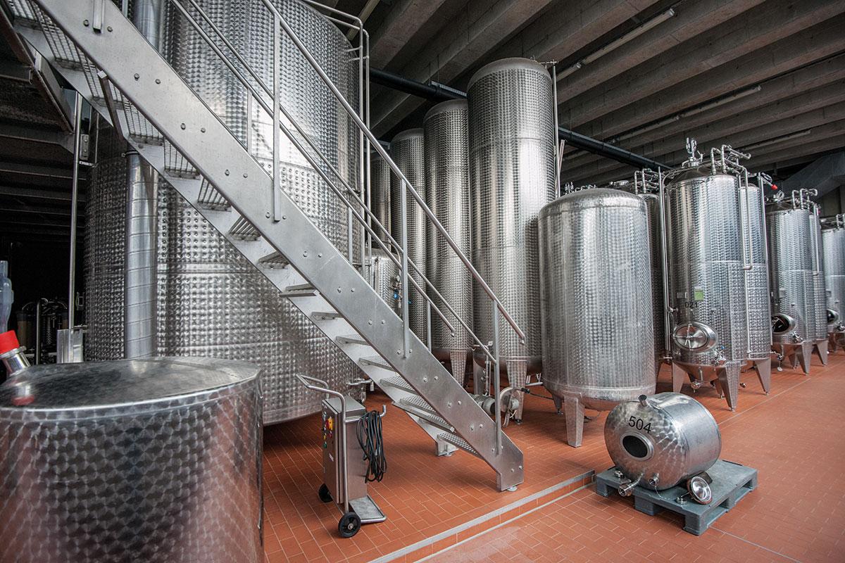 Kloster Eberbach. Der Steinbergkeller: In den modernen Stahltanks wird der Wein zur Gärung gebracht.