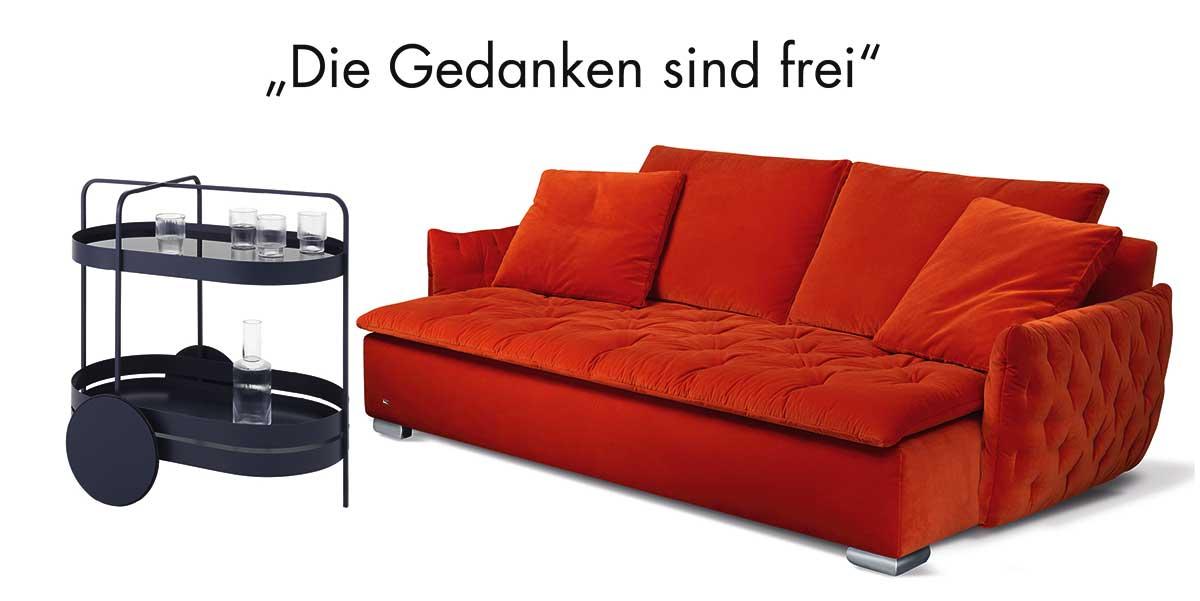 Möbel, Möbel und noch mehr Möbel auf der imm cologne 2018: u. a. das Sofa Filousof von Bretz (rechts) und der Servierwagen Grace von Schönbuch (links). www.bretz.de, www.schoenbuch.com