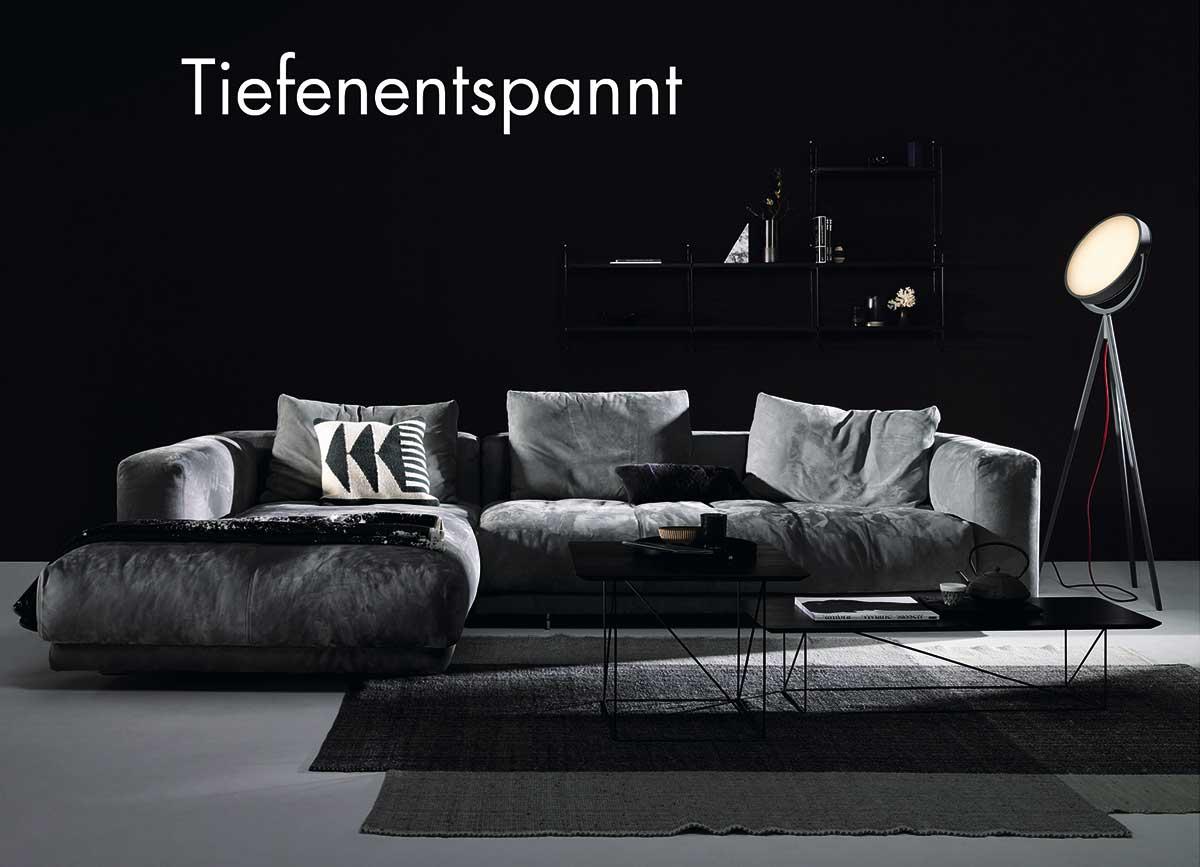 Eine Art Diwan des 21. Jahrhunderts: Große Kissen mit sanftem Knautscheffekt bieten großen Sitzkomfort – Moss von COR. www.cor.de