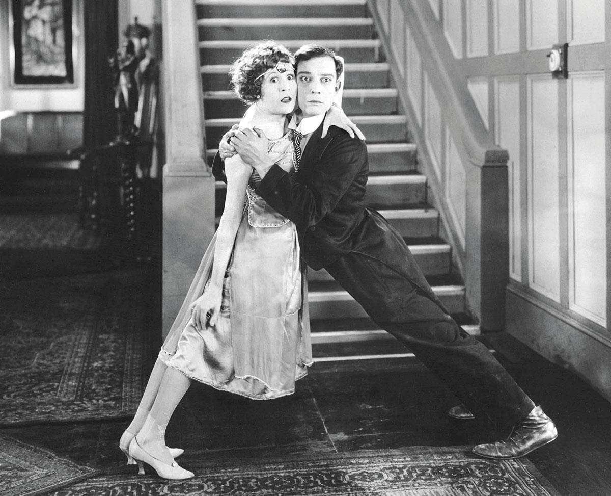 """Virginia Fox und Buster Keaton in """"Das vollelektrische Haus"""" (1922)"""