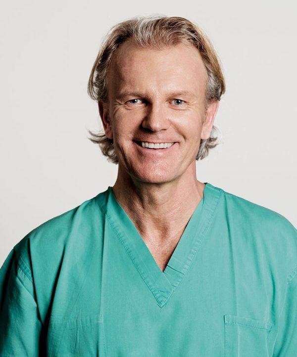 Dr. Dr. Stein Tveten verfügt über langjährige Erfahrungen in der ästhetischen Medizin und dermatologischen Kosmetik.