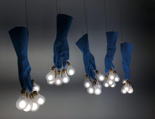 Vom Haushaltshandschuh zum Leuchtobjekt