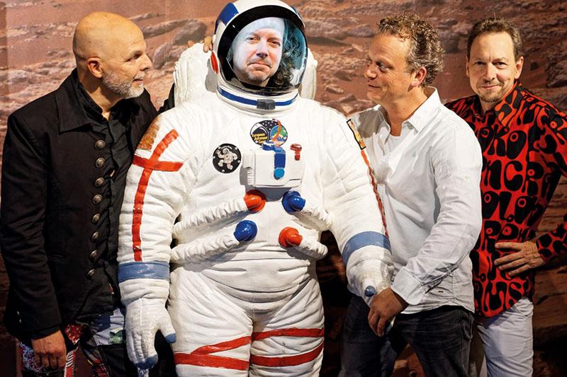 """Die Band VOYAGER IV nach einem Konzert mit den """"Pictures"""" im Planetarium Bochum"""""""