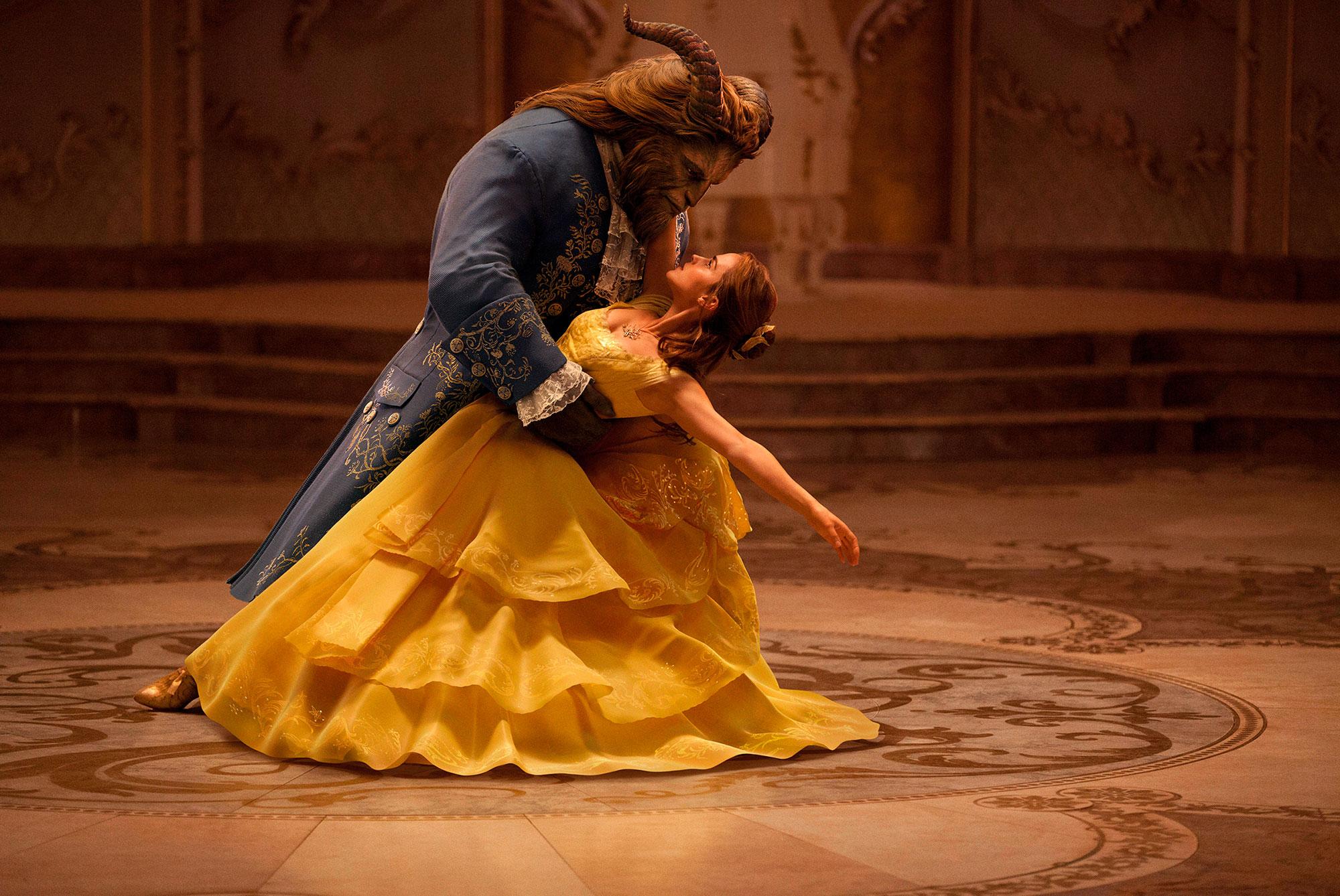 Die Schöne und das Biest. Belle (Emma Watson) und das Biest © The Walt Disney Company (Germany) GmbH