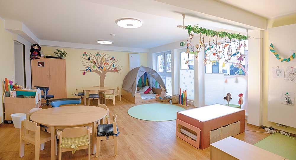 Der Kindergarten liegt in der Nähe der Augenklinik und hat Platz für 15 Kinder.