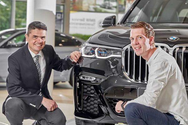 Der Leiter der BMW Niederlassung Bonn und der Genius: Ulrich Stephan (l.) und Malte Kania